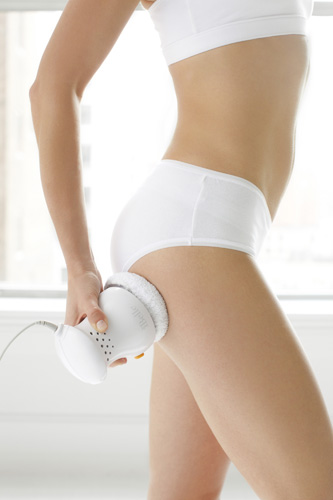The BelleCore bodybuffer helps to diminish signs of cellulite by increasing lymphatic drainage while it also exfoliates and rejuvenates the skin.