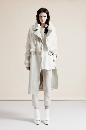 Nicole Farhi Winter white is on of the top 5 London fashion Week Trends