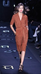 Are you a strong & confident lady who still likes a dash of femininity?  Diane von Furstenberg Fall 2013 is for you!