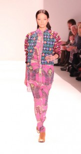 How about pretty prints, yes please… you are in the right place! Mara Hoffman Fall 2013 Runway Trends and Fashion Show Review