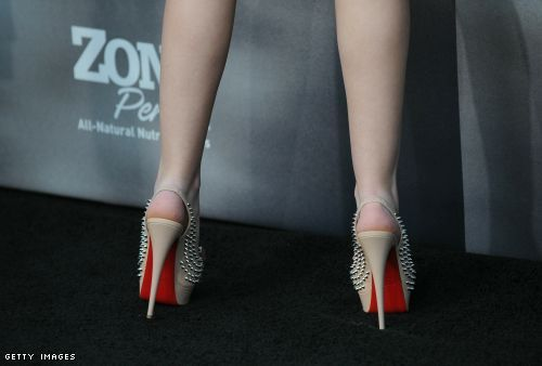 Dakota Fanning's red soles from the rear
