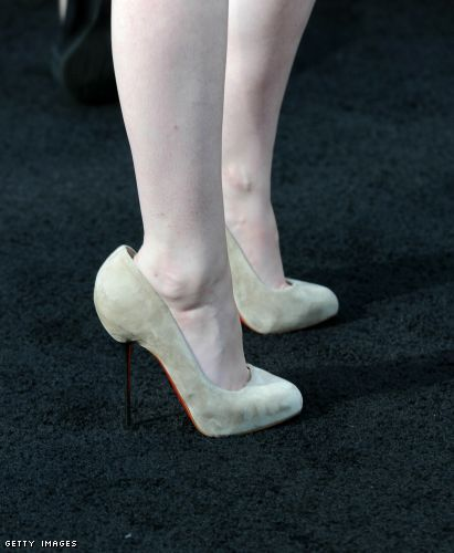 Kristen Stewart in her too large Christian Louboutin