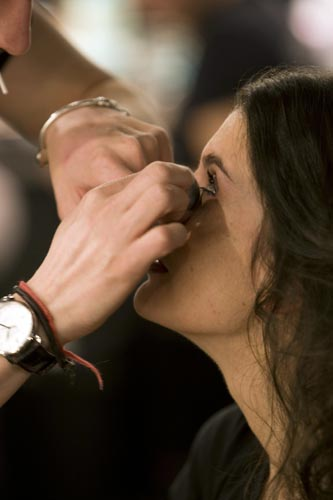 Applying a natural makeup backstage at Madrid Fashion Week